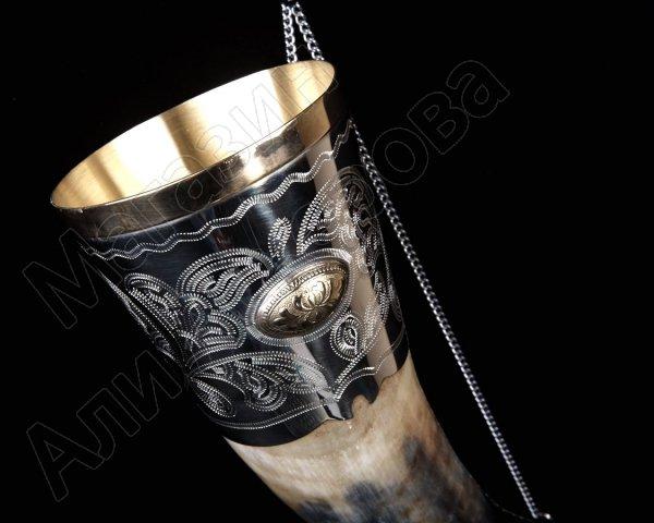 Кавказский рог бычий (отделка - мельхиор и латунные медальоны)