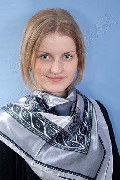 """Платок женский шелковый """"Дагестанские мотивы"""" серебристый"""