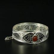 Кубачинский серебряный браслет с филигранью (камень - янтарь) арт.10731