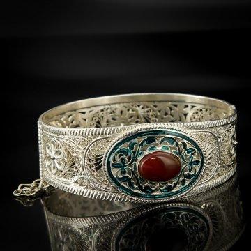 Кубачинский серебряный браслет с филигранью (камень - коралл)
