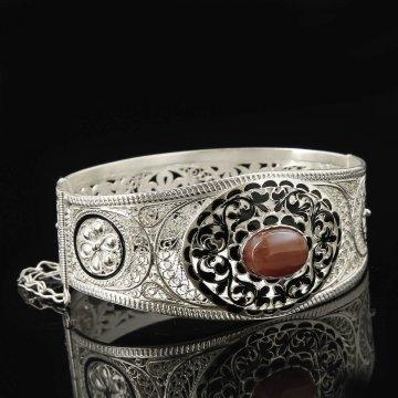 Кубачинский серебряный браслет с филигранью (агат)
