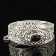 Кубачинский серебряный браслет с филигранью (камень - агат) арт.8123