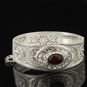 Кубачинский серебряный браслет с филигранью (камень - агат)