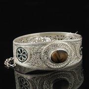 Кубачинский серебряный браслет с филигранью (камень - агат) арт.8125