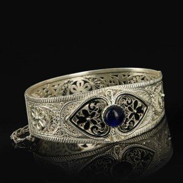 Кубачинский серебряный браслет с филигранью (камень - искусственный)