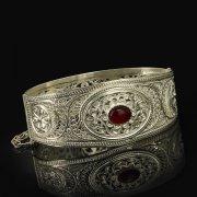 Кубачинский серебряный браслет с филигранью (камень - коралл) арт.9483