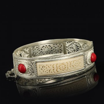 Кубачинский серебряный браслет с филигранью (слоновая кость, камень - яшма)
