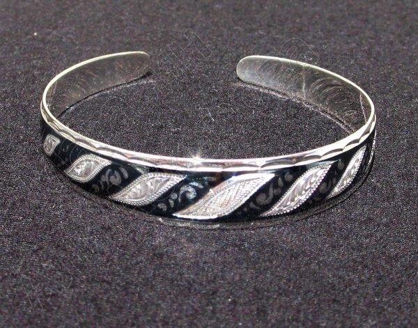 Серебряный кубачинский браслет с черенением