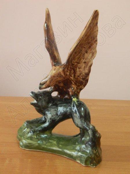 """Глиняная статуэтка """"Борьба орла с волком"""" ручной работы"""