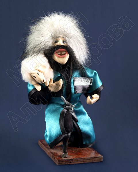 """Сувенирная кукла-композиция на деревянной подставке """"Барана в подарок"""""""