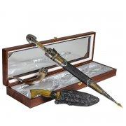 Кубачинский подарочный набор в футляре (кинжал с позолоченными вставками, нож, рог) арт.6839