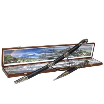 Кубачинский подарочный набор в футляре (утопленная шашка и кинжал с позолоченными вставками)