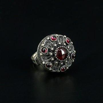 Кубачинское серебряное кольцо (гранат)