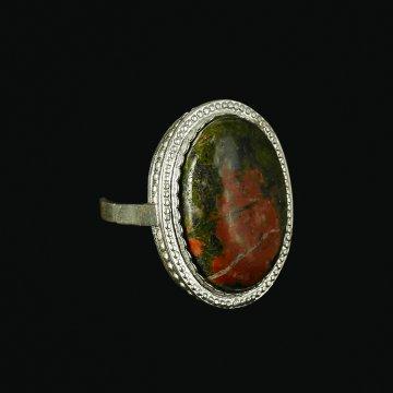 Кубачинское серебряное кольцо с филигранью ручной работы (камень - унакит)