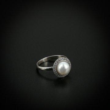 Серебряное кольцо (камень - жемчуг, фианит)