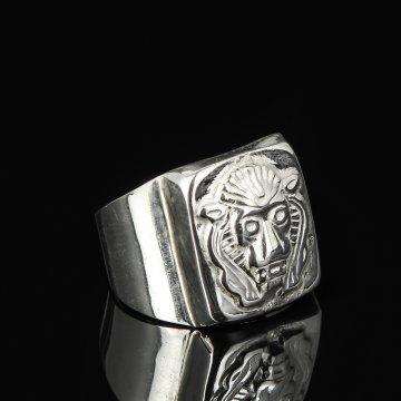 Кубачинское серебряное кольцо-печатка с гравировкой ручной работы