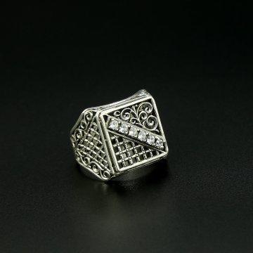 Серебряное кольцо-печатка с филигранью (камень - циркон)