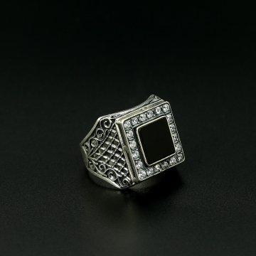 Серебряное кольцо-печатка с чернением (камень - агат, циркон)