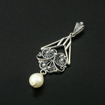 Кубачинский серебряный кулон ручной работы (камень - жемчуг)