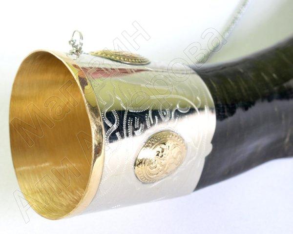 Элитный подарочный рог кавказского тура мельхиоровый с медальонами большой (плоский)
