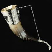 Кавказский рог бычий рифленый (отделка - мельхиор и камни-медальоны) арт.10109