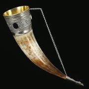 Кавказский рог бычий с медальонами (отделка - мельхиор) арт.10837