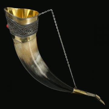Кавказский рог бычий (отделка - латунь, мельхиор и камень - медальон)