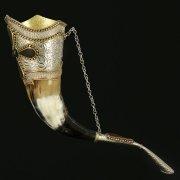 Кавказский рог бычий (отделка - латунь, мельхиор и камни - медальоны) арт.10850