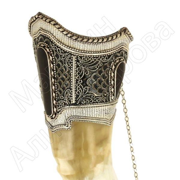 Кавказский рог бычий рифленый (отделка - мельхиор, эмаль и камни - медальоны)
