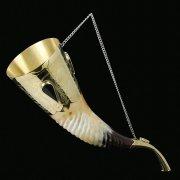 Кавказский рог бычий рифленый (отделка - латунь, камни - медальоны) арт.9006