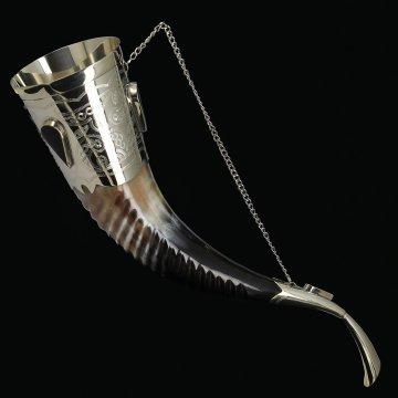 Кавказский рог бычий рифленый с пиалой (отделка - мельхиор и камни-медальоны)