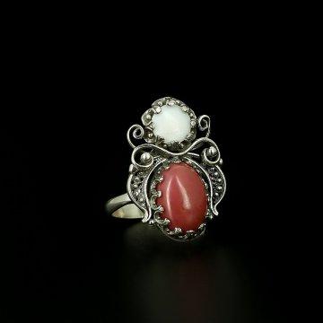 Кубачинское серебряное кольцо (родонит, перламутр)