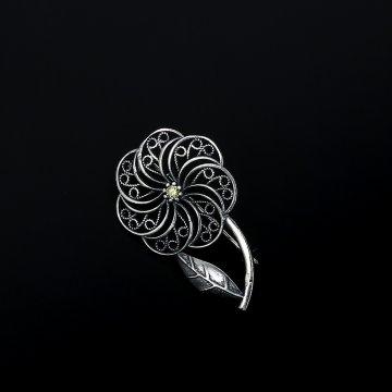 Серебряная брошь Цветок (фианит)