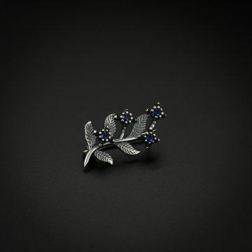 Серебряная брошь Веточка (фианит синий)