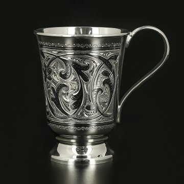 Серебряная кружка объемом 180 мл