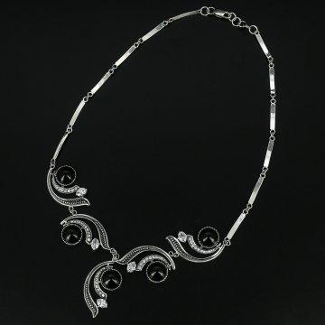 Серебряное колье с филигранью (агат, циркон)