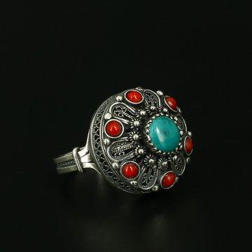 Серебряное кольцо с филигранью (камень бирюза, коралл)
