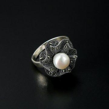 Серебряное кольцо (марказит, жемчуг)