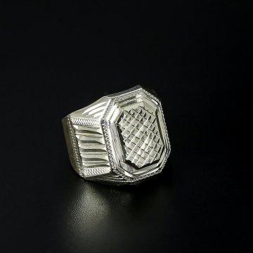 Серебряное кольцо-печатка с гравировкой