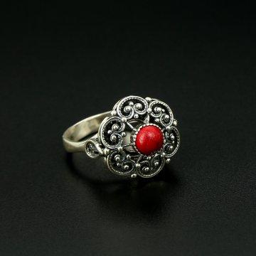 Серебряное кольцо с филигранью (камень - коралл)