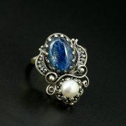Серебряное кольцо с филигранью (камень - кианит, перламутр)