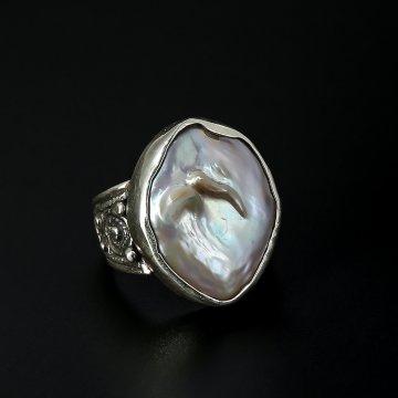 Серебряное кольцо с филигранью (камень - барочный жемчуг)