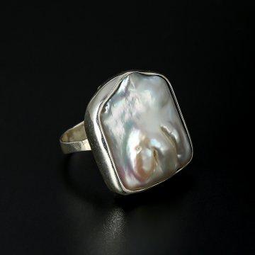 Серебряное кольцо (камень - барочный жемчуг)