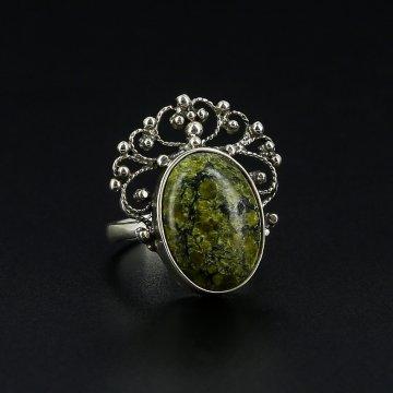 Серебряное кольцо с филигранью (змеевик)