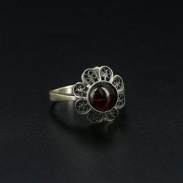 Серебряное кольцо с филигранью (гранат)
