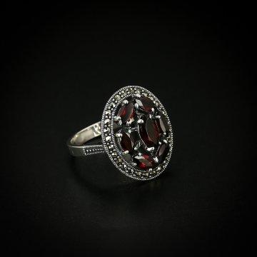 Серебряное кольцо (марказит, гранат)