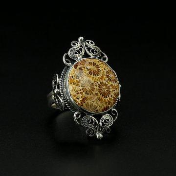 Серебряное кольцо авторская работа (коралл)