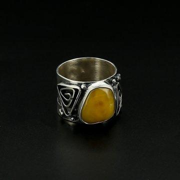 Серебряное кольцо авторская работа (янтарь)