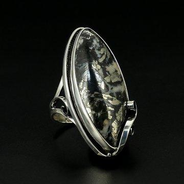 Серебряное кольцо авторская работа (пирит в кальците)