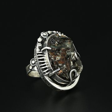 Серебряное кольцо авторская работа (астрофиллит)